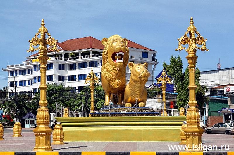 Памятник Золотым  Львам. Город Сиануквиль. Камбоджа