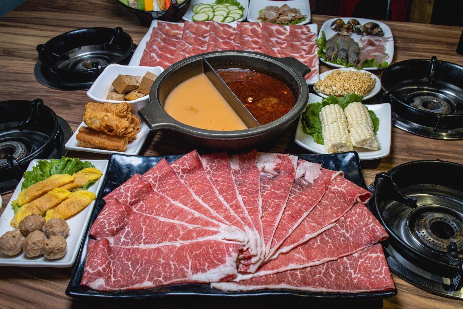 臺南鍋物【就愛這鍋】東區美食!超級大肉盤絕對可以吃好吃滿!麻辣,泡菜多種湯頭絕對可以滿足每個人的喜好!