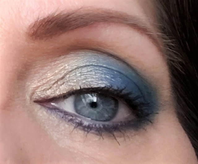 blue eye shadow l