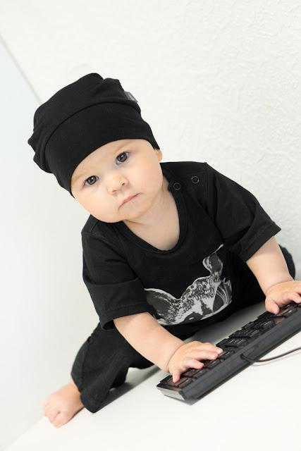 Малыш в чёрном - это прикольно!