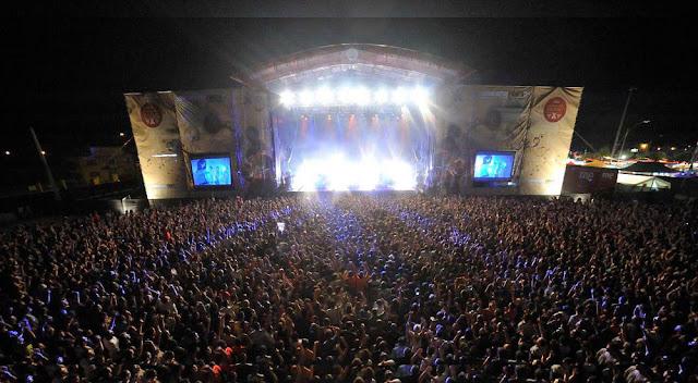 http://www.woman.es/lifestyle/ocio/15-festivales-musica-imprescindibles-agosto