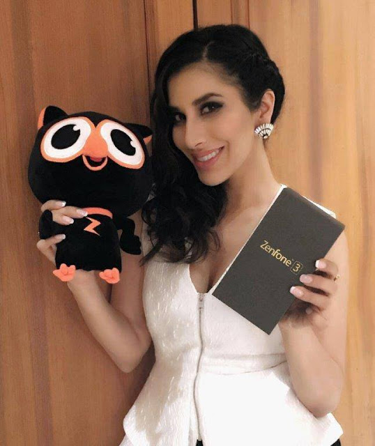ASUS Zenfone 3 - One beauty acknowledges another shimmering glass beauty. The gorgeous Sophie Choudry experiences the all new ASUS ZenFone 3