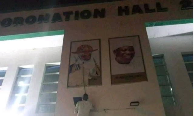 Kano turns bloody as Ganduje's supporters destroy Emir Sanusi's portrait in Kano Government House