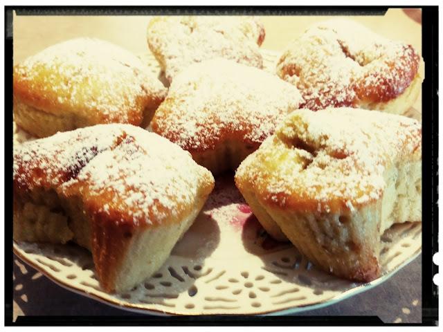 muffinkowe motylki z bananami i cukrem pudrem muffiny