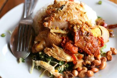 Kuliner Indonesia - Nasi Ayam Kedewatan Ibu Mangku