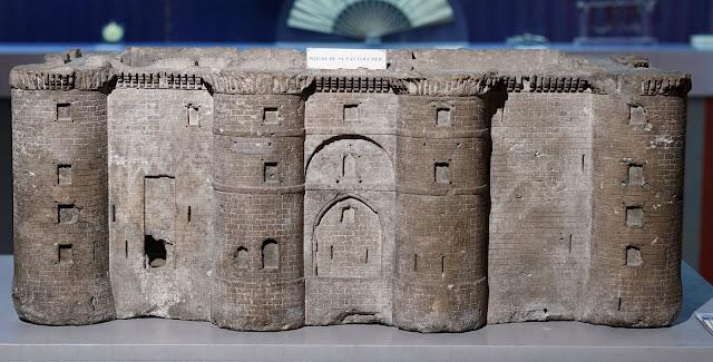 https://de.wikipedia.org/wiki/Bastille#/media/File:Carnavalet_-_Mod%C3%A8le_r%C3%A9duit_de_la_Bastille_01.jpg