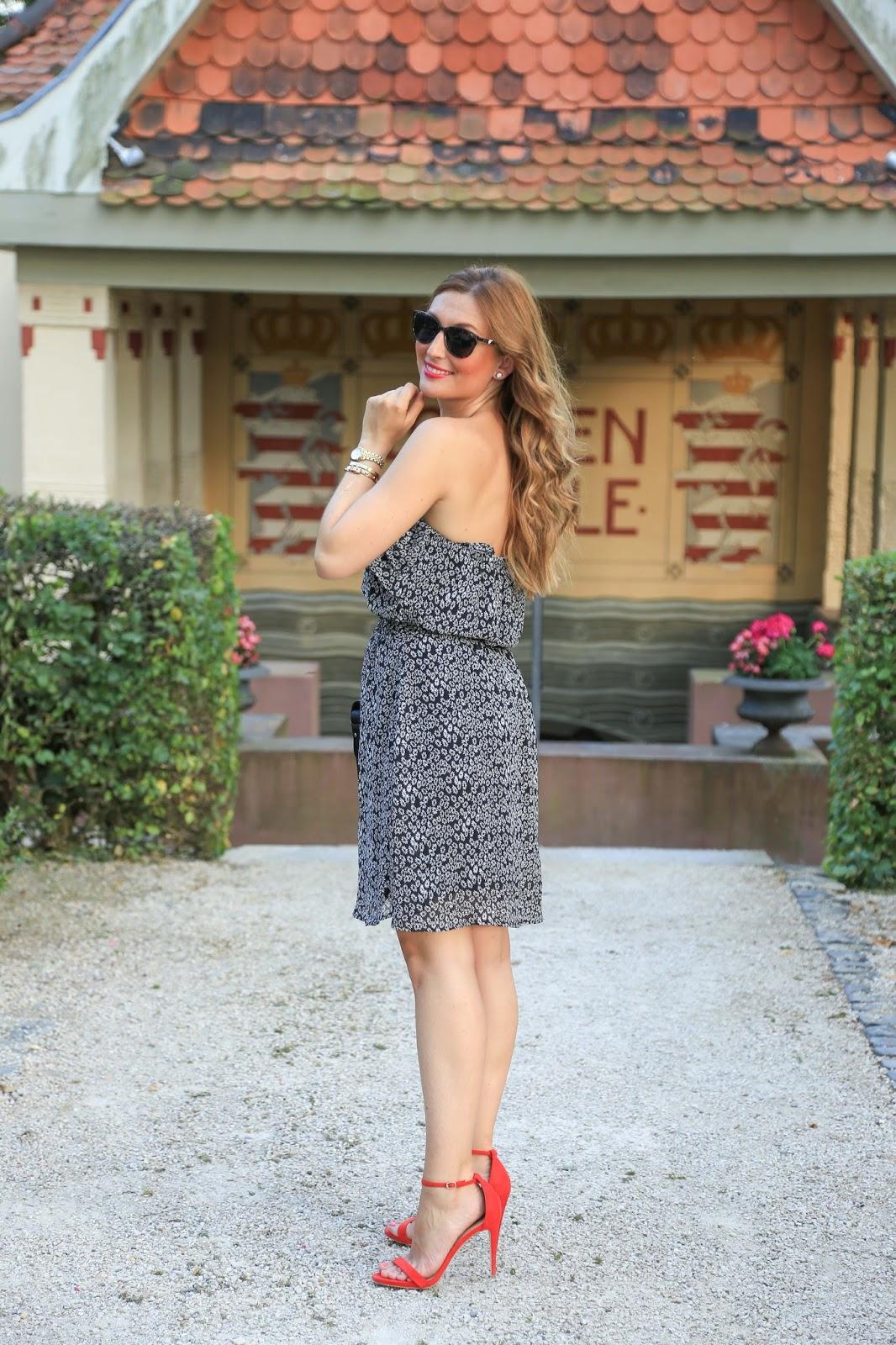 Rote Sandaletten - Blumenkleid - Schwarzes Blumenkleid - Blogger aus Deutschland