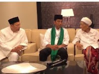 Mbah Moen Kasih Sorban Hijau ke Jokowi, Habib Luthfi Kasih Tasbih Biru