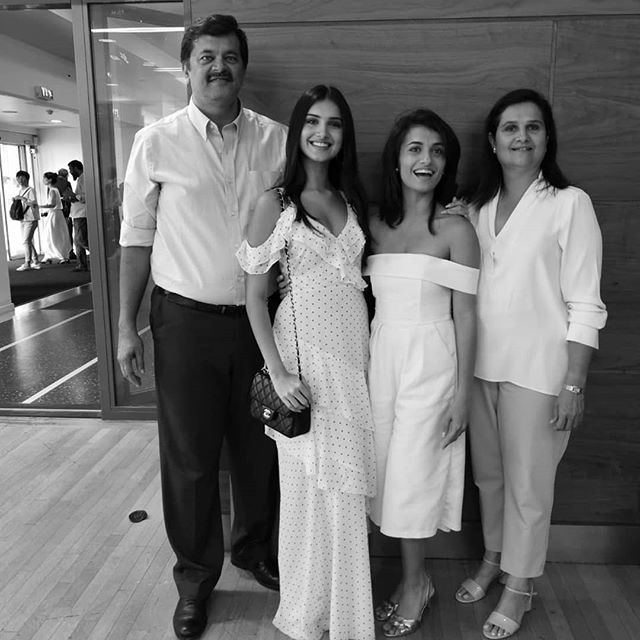 Pia Sutaria with Parents & Sister