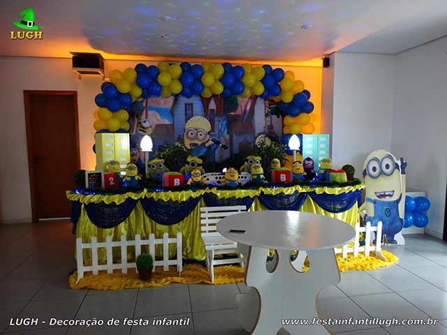 Decoração infantil Minions para festa de aniversário - mesa tradicional luxo com toalhas de tecido