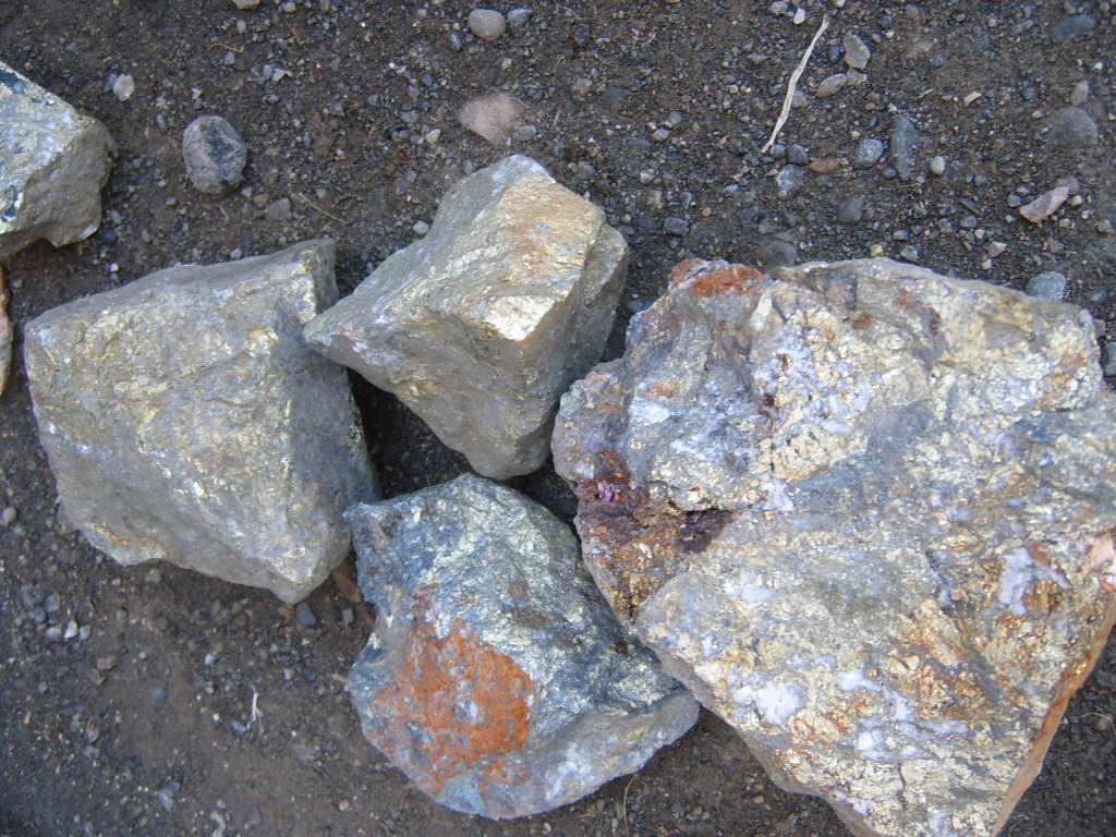 My HomeworksLikas na yaman (Natural Resources)Mga Uri ng Likas na YamanYamang LupaYamang gubatYamang TubigYamang MineralYamang Tao