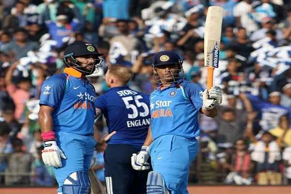 धोनी ने युवराज के साथ मिलकर इंग्लैंड को धोया, दूसरा वनडे जीता