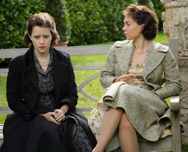 Margaret (Vanessa Kirby) e Elizabeth em The Crown