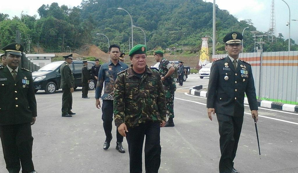 Tunjukan Kekuatan, Profesionalisme Prajurit, HUT TNI di Pusatkan Di Entikong