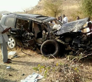 ‪Photos from the scene of auto crash that killed former Minister, General John Shagaya in Plateau state‬