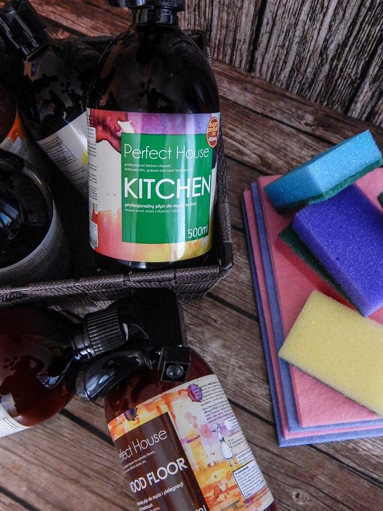 6 barwa perfect house kosmetyki do pielęgnacji domu porady na wiosenne porządki perfumowana woda do prasowania recenzja melodylaniella płyn do mycia podłóg specyfiki do mebli do czyszczenia do sprzątania skóry