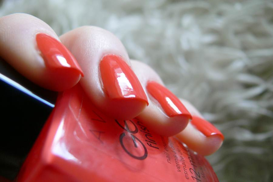 Avon Gel Finish Orange Crush na paznokciach