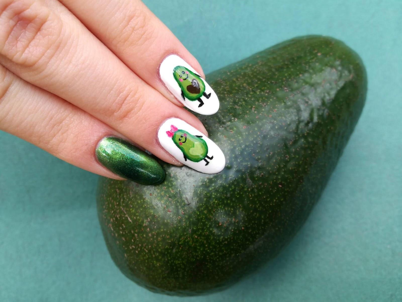 owoc awokado i paznokcie