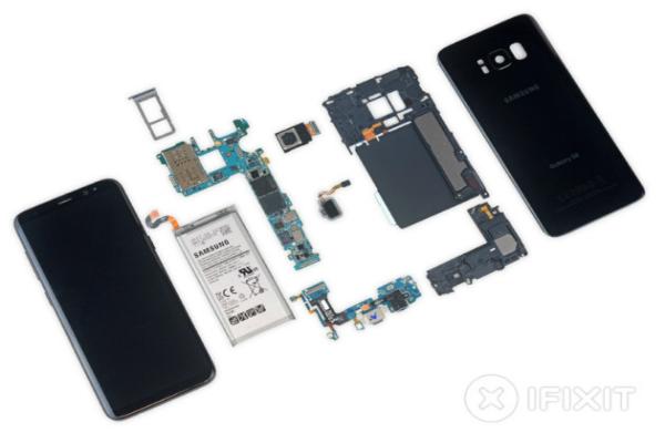خبراء iFixit يفككون هاتف غالاكسي S8 الجديد
