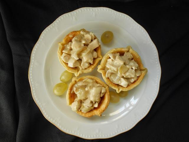 tartaletas-con-pollo-en-salsa-de-uvas
