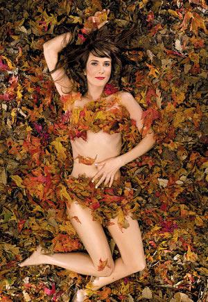 Pretty Girl 04.15.12 - Kristen Wiig | Black Glossy White Glossy