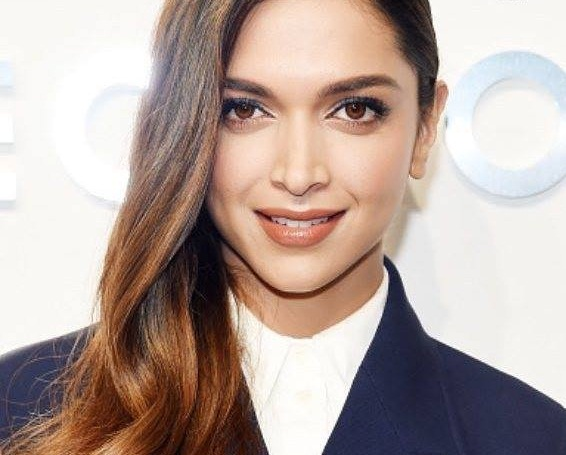 Deepika Padukone Looks so Good in this Outfit