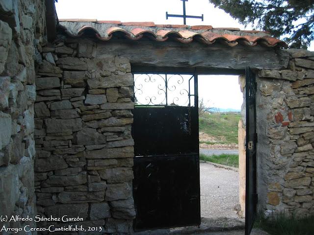 arroyo-cerezo-cementerio-entrada