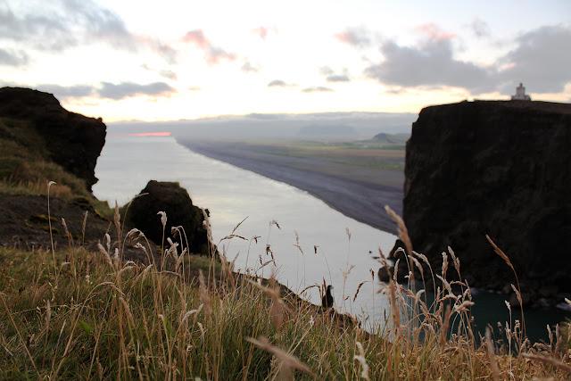 Faro de Dyrhólaey y playas de arena negra