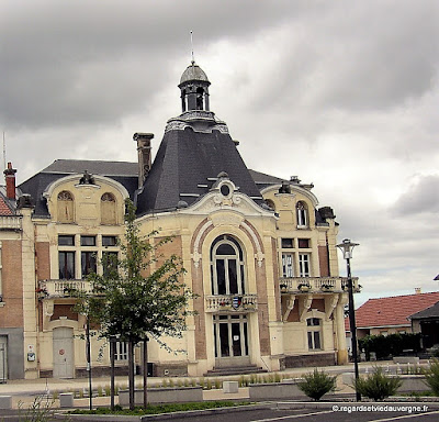 Saint-Yorre, mairie.