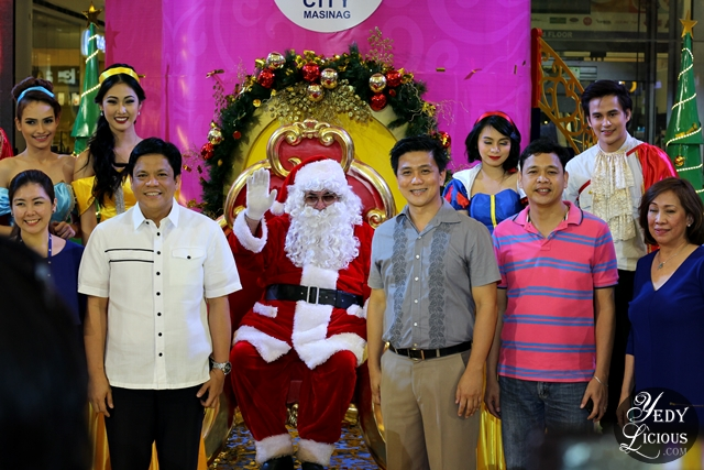 Santa Clause and SM City Masinag Officers