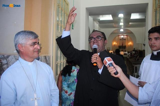 Pe. Antônio Cristo toma posse canônica, como Pároco, na Paróquia de Santa Cruz do Piauí