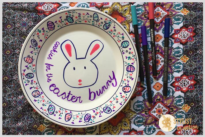 Trabajo terminado con conejo, guarda y frase. Luego llevar al horno para fijar los pigmentos del marcador para porcelana