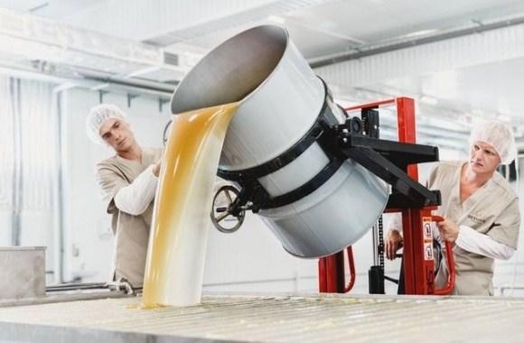 Η Ουκρανία εξάγει μέλι...Την ίδια στιγμή οι Έλληνες κοιτάζουν αμέριμνοι προς το υπερπέραν περιμένοντας βοήθεια απο τον Σόιμπλε