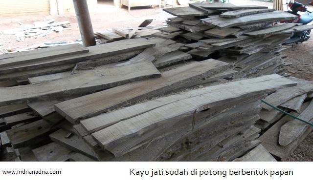 pemanfaatan limbah kayu menjadii produk kreatif asli indonesia