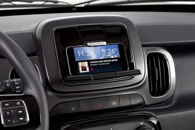 Fiat Mobi - central multimídia Live On