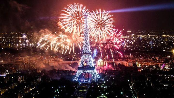 Wallpaper Paris Tahun Baru