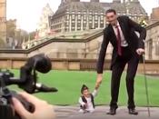 8 Manusia Terpendek di Dunia dan Mendapat Guinness World records