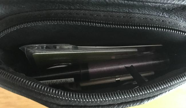 inside-my-handbag-some-lipstick-and-a-card