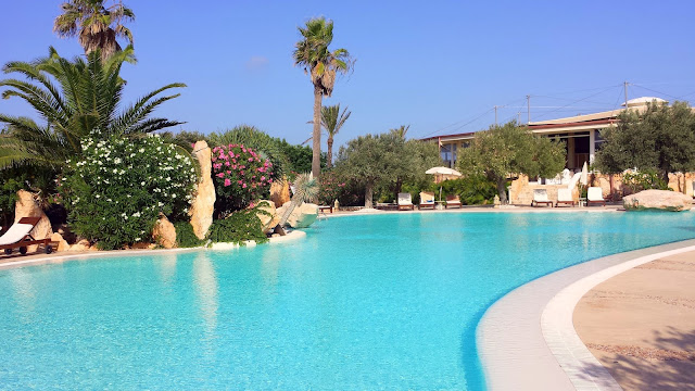 Hotel Cupola Bianca pool + garden, Lampedusa Sicily  |  Postcard from Lampedusa on afeathery*nest  |  http://afeatherynest.com