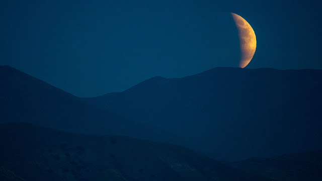 http://mashable.com/2015/09/28/photos-red-supermoon/#S1J7I24r6Gq3