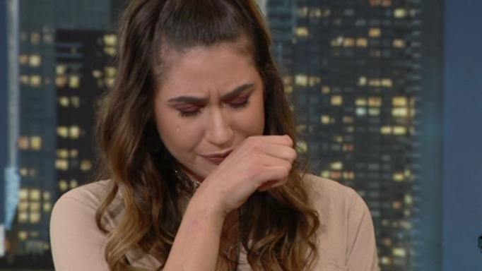 Ξέσπασε σε κλάματα η Έλενα Κρεμλίδου – Σταμάτησε τη συνέντευξη ο Αρναούτογλου