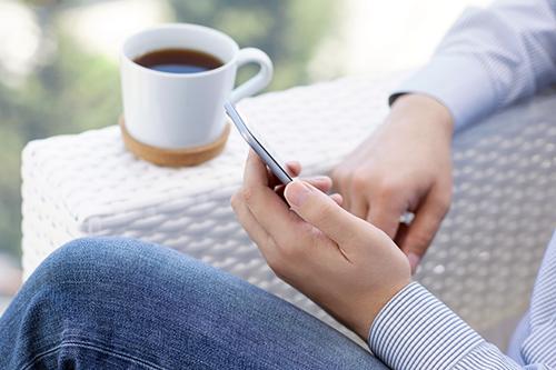 Celular sem bateria: o telefone é um primeiro protótipo e sua operação é básica