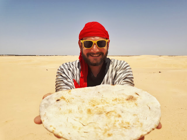 How to bake bread, pain de sable in the sahara desert