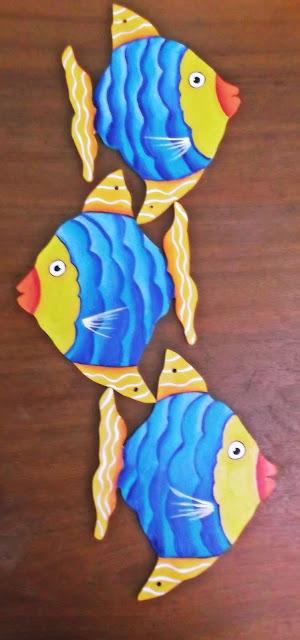 móbile de peixes pintado a mão