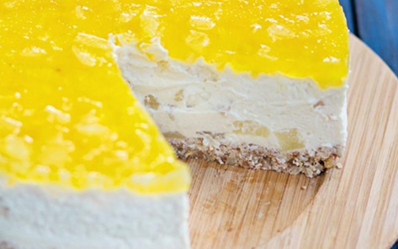 Cheesecake de Piña colada con crema Chantilly