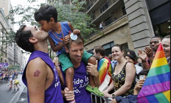 """Psiquiatras y psicólogos expertos consideran """"gravisimo"""" para los niños ser adoptados por personas homosexuales"""