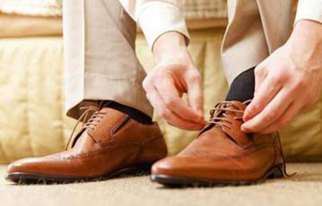 जूतों में होने वाली बदबू मिटाने के लिए अपनाये ये आसान तरिके - Juton ki badbu aise mitayen