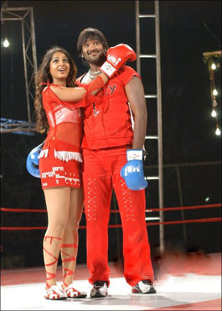 Anushka Shetty thighs, Anushka Shetty doing boxing in red dress