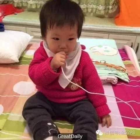 Shocking ► Baby patay ng makuryente matapos paglaruan ang nkaplug na charger.