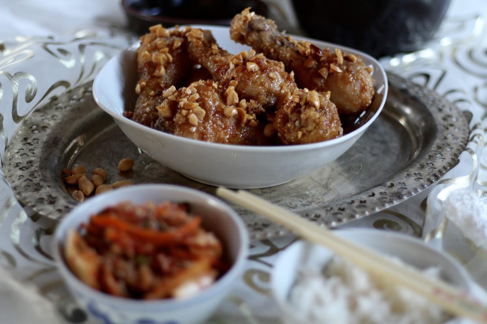 Knusprige frittierte Hähnchenschenkel mit Erdnüssen - Koreanisches Dakgangjeong nach Maangchi